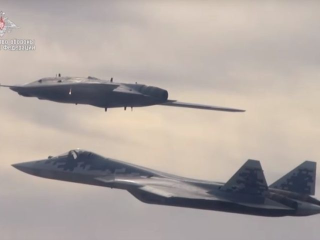 Deadly duo: Russian stealth drone 'Hunter' shows off its moves in tandem with Su-57 (VIDEO)
