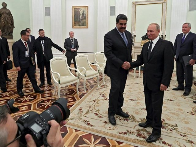 Video: Maduro Presents Putin With Replica of Simon Bolivar's Sword During Meeting in Moscow