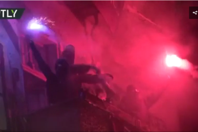 Cars smashed & police pelted with stones as squatters riot in Berlin (VIDEO)