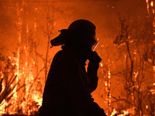 Australian firefighters tackling 'mega' blaze crowdfund for own safety masks