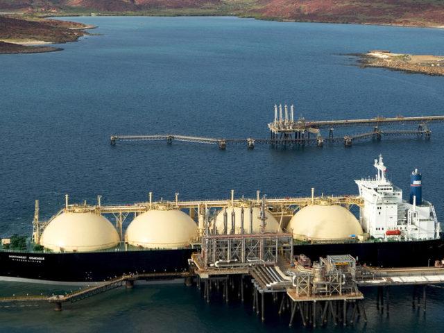 Australia becomes top LNG exporter despite bushfire crisis