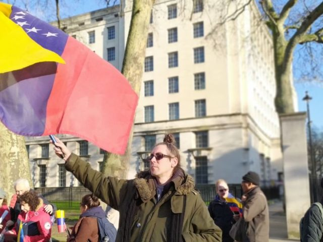 """Demonstrators Call For Juan Guaidó To Be """"Put On Trial"""", Not Legitimised by UK Government"""