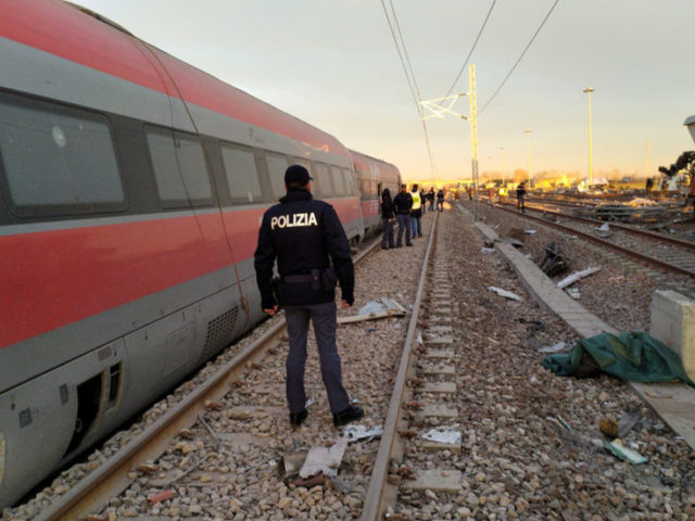 2 killed, 30 injured as high-speed passenger train derails in Italy (PHOTOS)