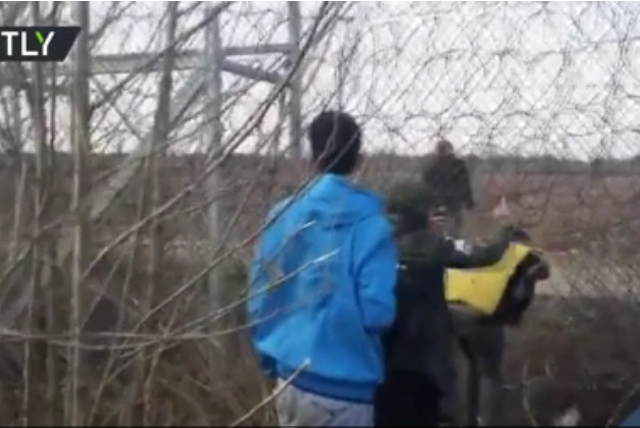 Almost 10,000 migrants 'stopped at Greek border', but some have managed to slip through (VIDEO)