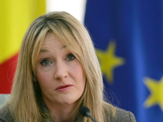 JK Rowling refuses to bow down & apologize to 'woke mafia' on transgender position