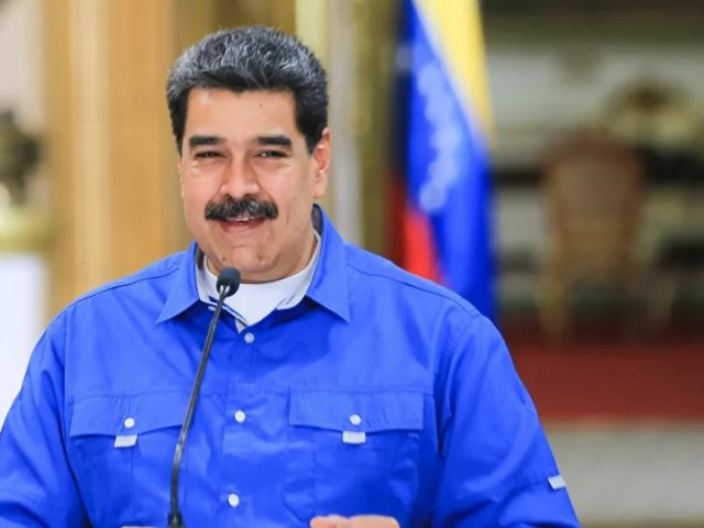 Maduro Says He's 'Obliged' to Visit Iran to 'Personally Thank' Its People for Fuel Supplies