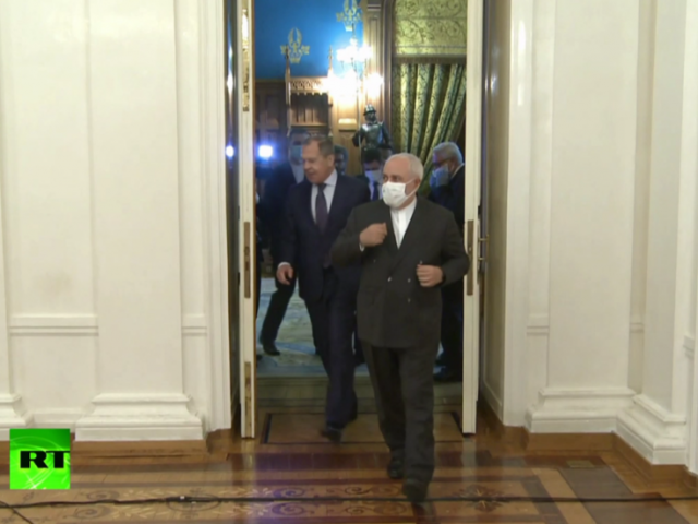 WATCH Iran's Zarif remove face mask with relief during Moscow talks with Lavrov, after taking it on & off repeatedly (VIDEO)