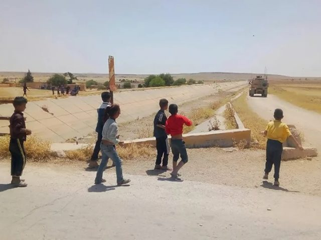 Syrian Kids Hurl Stones at US Military Convoy Trying to Enter Damascus-Held Area – Videos, Photos