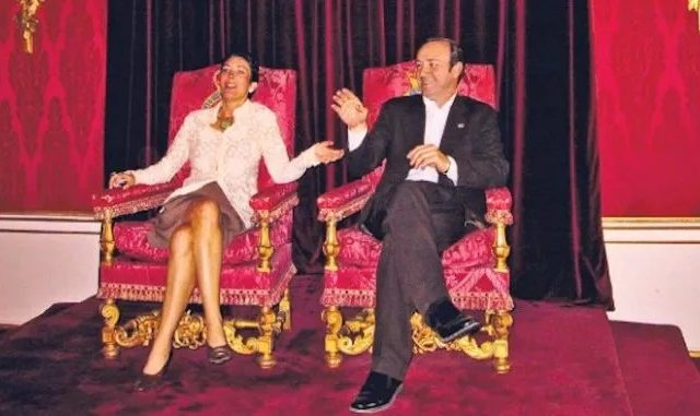 Royal Family in Crisis as Photo Emerges of Ghislaine Maxwell and Kevin Spacey Sitting on Queen's Throne