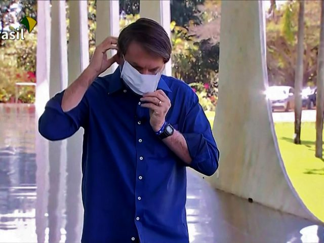 Brazil's media community to SUE Bolsonaro after he stood close to reporters & REMOVED MASK while announcing he's Covid-positive