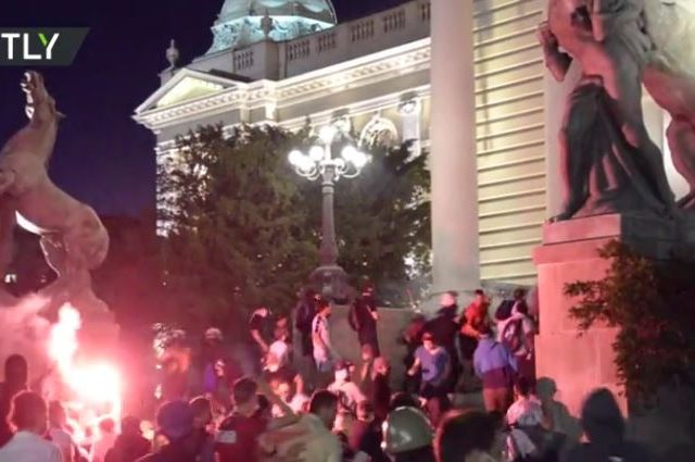 'Pure terrorism': Serbian president denounces violence as 4th day of protests results in more clashes & arrests (VIDEOS)