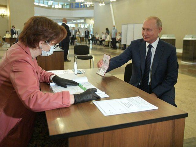 Vladimir Putin voted on amendments to the Constitution