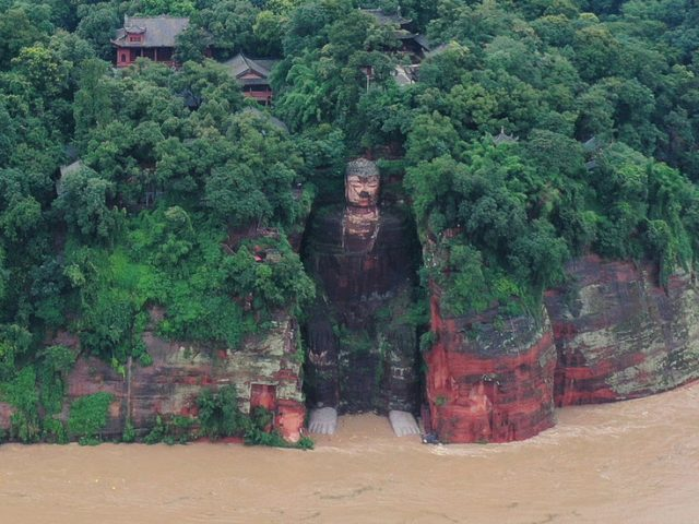 China rushes to evacuate 100,000 flood victims and to save 1,200-year-old world heritage site (PHOTOS)