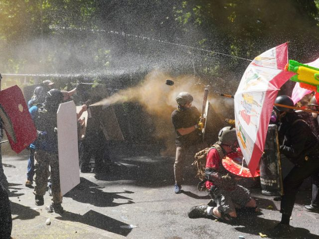 WATCH Antifa clash with Proud Boys in Portland, as police refuse to declare a riot & let violent brawls 'resolve themselves'