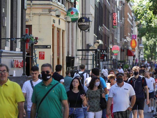 Dutch PM closes pubs, restaurants and cafes as coronavirus cases rise