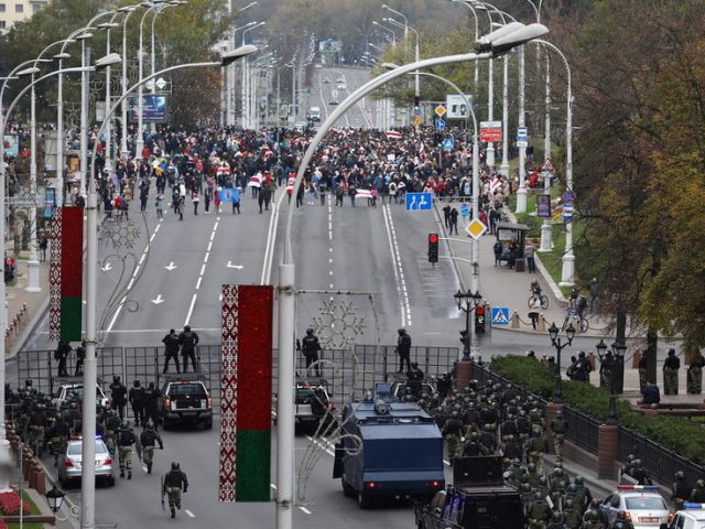 Belarusian police use stun grenades to disperse protesters during huge opposition march in Minsk, with 'gunfire' reported (VIDEOS)