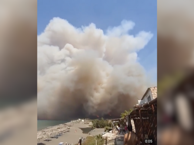 WATCH: 'Huge waves of fire' suddenly spread across Syrian countryside, sending rescue workers scrambling