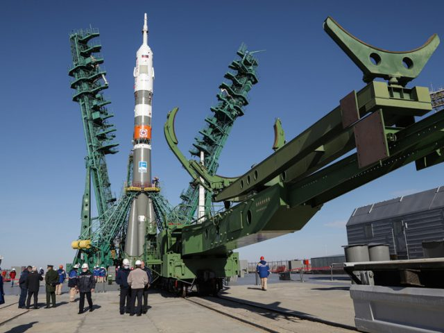 Russian & American astronauts lift off for 'ultrafast' 3-hour flight to International Space Station aboard Soyuz MS-17 (VIDEO)
