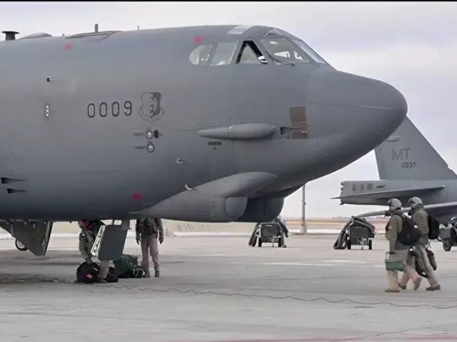 US Deploys B-52 Bombers to the Middle East After Announcing Further Troop Withdrawals