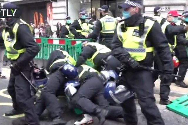 150+ arrested as anti-lockdown protesters march in London, defying police warning to obey Covid-19 restrictions (VIDEOS)