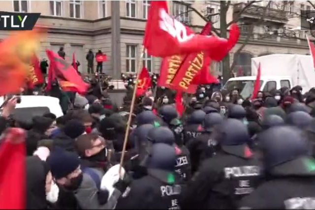 Berlin police clash with left-wing protesters during rally marking murder of communist icons Luxemburg & Liebknecht (VIDEOS)