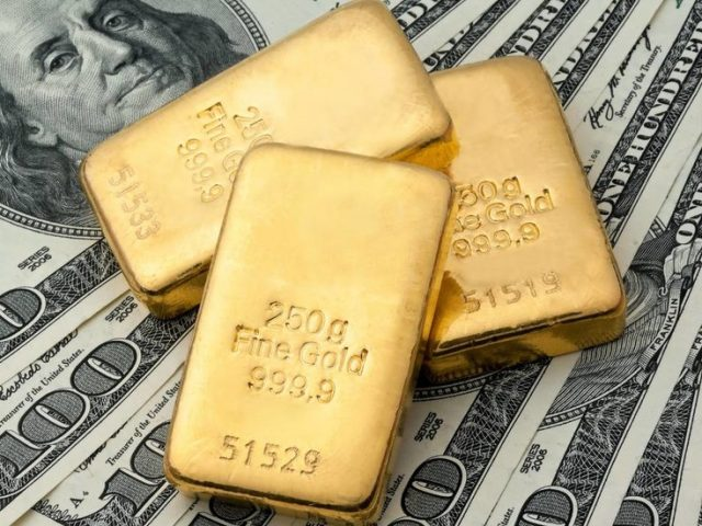 Share of gold in Russian national reserves beats US dollar holdings for first time ever
