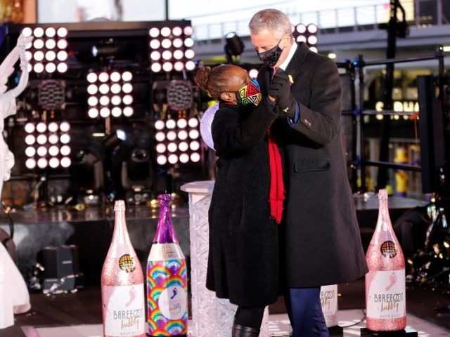 New York mayor celebrates New Year in Times Square… after telling everyone else to stay home