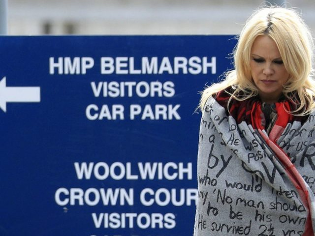 WikiLeaks & Pamela Anderson make last ditch pardon pleas ahead of judge's ruling on Assange extradition to US