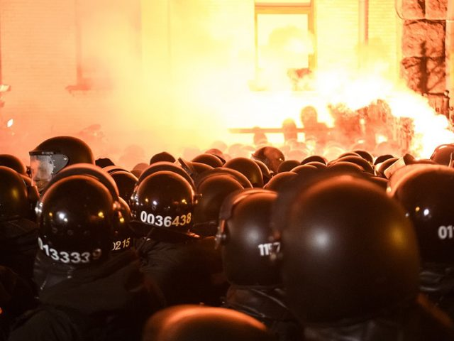 Violence in Kiev sees 27 cops injured as protesters come out against court decision to lock up far-right nationalist Sternenko