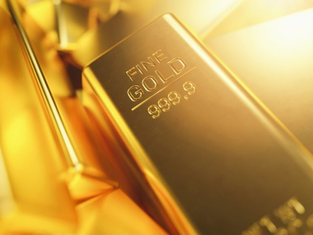 Weaker dollar pushes gold price to 7-week high