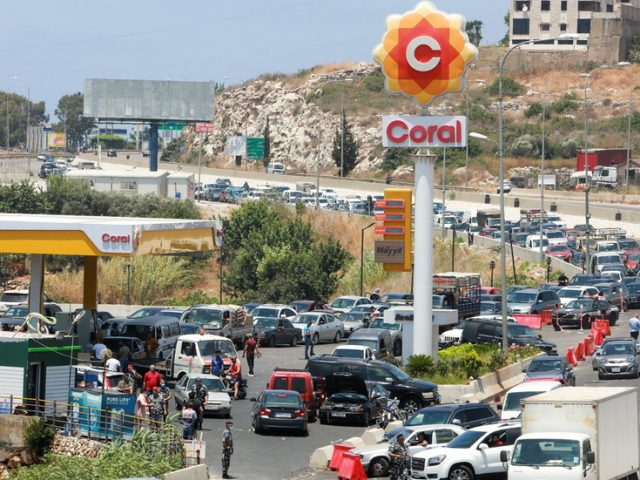 Gas station queues & barricades: Lebanon faces worsening economic outlook as govt hikes fuel prices by 35% (PHOTOS)