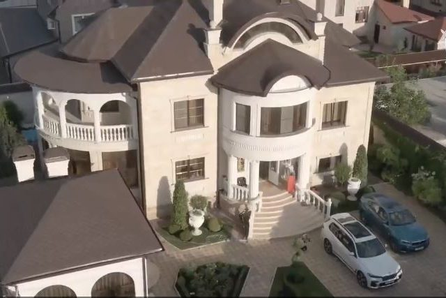 Photos of senior Russian traffic policeman's large luxurious palace go viral after local cop 'mafia' arrested over bribery charges
