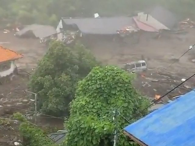 2 killed, 20 missing as powerful landslide ploughs through houses due to heavy rain in Japan (VIDEO)