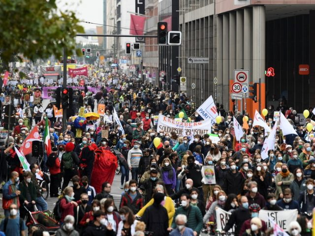 'Indivisible': Thousands of people join demonstration for 'just & caring society' in Berlin