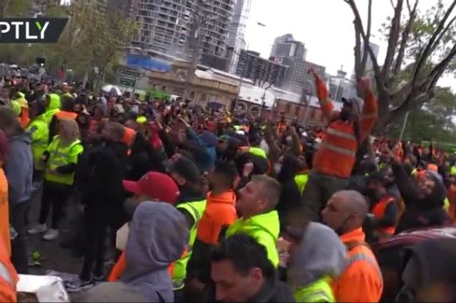 'F**k the jab!': CHAOS in Australia as construction workers violently protest vaccine mandate outside union HQ (VIDEO)
