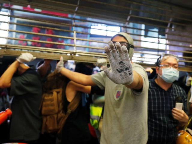 Man beaten unconscious at Hong Kong protests (VIDEO)