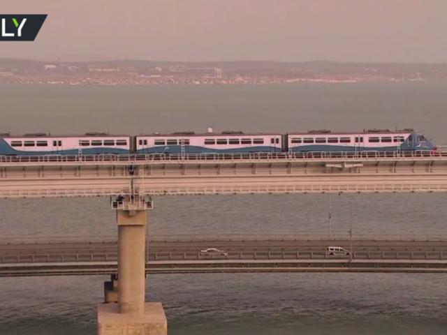 Long-awaited train traffic opens on Crimea Bridge as Putin becomes first passenger (VIDEO)
