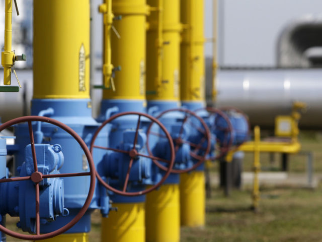 Putin confirms Russia ready to give Ukraine 25% discount on natural gas