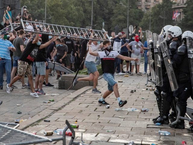 No lockdown, but no public gatherings: Serbia introduces new anti-coronavirus restrictions amid protests