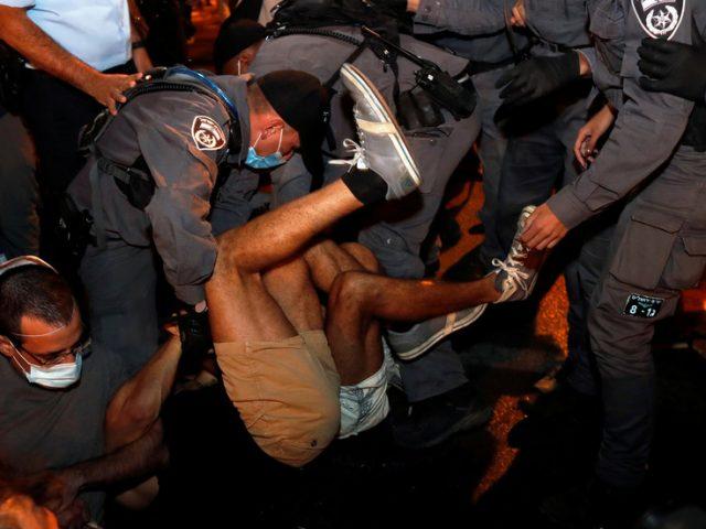 12 people arrested as Israeli police break up sit-in during largest anti-Netanyahu protest in Jerusalem (VIDEO)