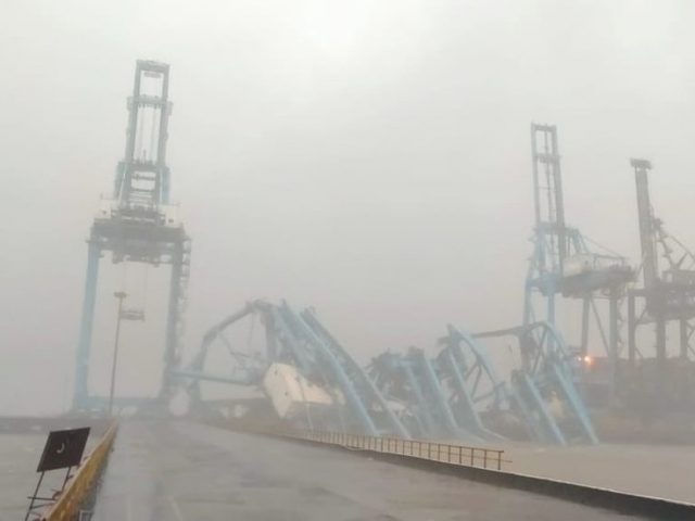 Three cranes collapse at major container port near Mumbai (PHOTOS, VIDEO)