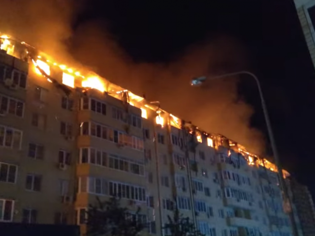 Fire burns down ENTIRE floor of high-rise residential building in Krasnodar, southern Russia, no casualties reported (VIDEO)