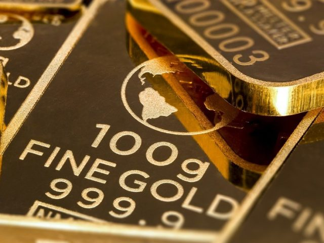 Russia's weekly gold & foreign currency reserves surge by over $5 BILLION