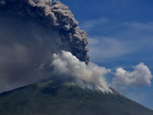 Panic as Indonesian volcano erupts, sending ash & smoke into the air (VIDEO)