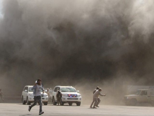 Explosion and gunfire shakes Aden Airport in Yemen as plane carrying new government lands (VIDEO)