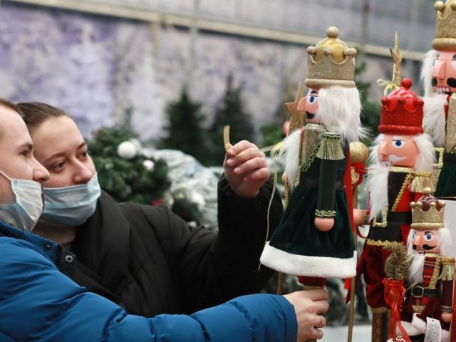 Moscow refuses Christmas Covid-19 lockdown: Festivities to go ahead with curfews & tests as mayor says end to pandemic in sight