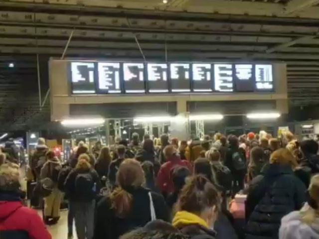 BoJo's latest lockdown order spurs mass exodus to provinces, setting off 'first evacuation of London since 1939' (VIDEO)