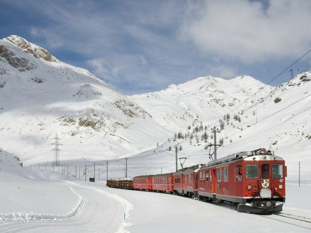 Silk Road trade on track: Freight train sets off from China to Russia, drastically cutting travel time
