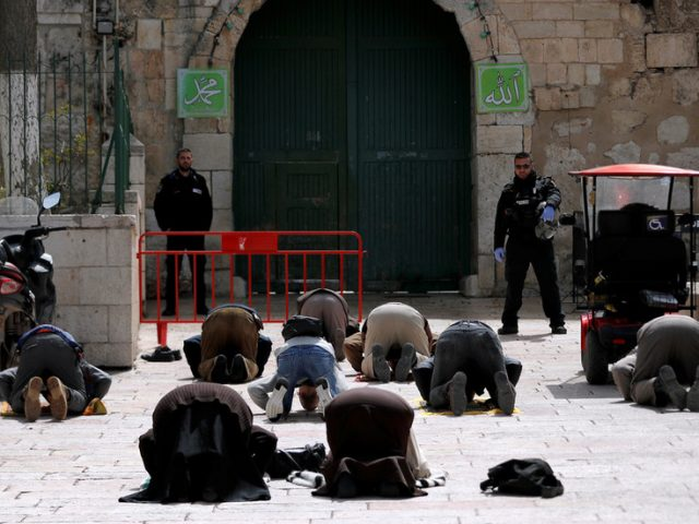 Jerusalem mayor threatens to ban unvaccinated Arabs from attending mosques