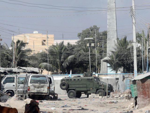 Gun battles raging, explosions heard across Mogadishu as Somali govt forces seal off streets (VIDEOS)